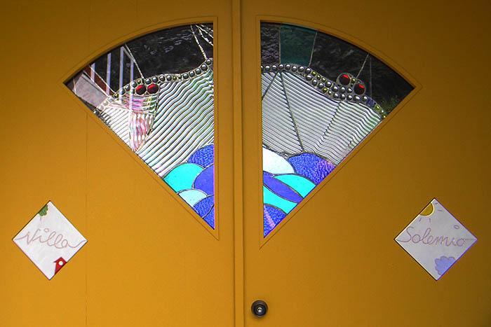 玄関ドアのイタリアンタイル