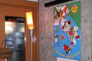 イタリアンレストランの看板