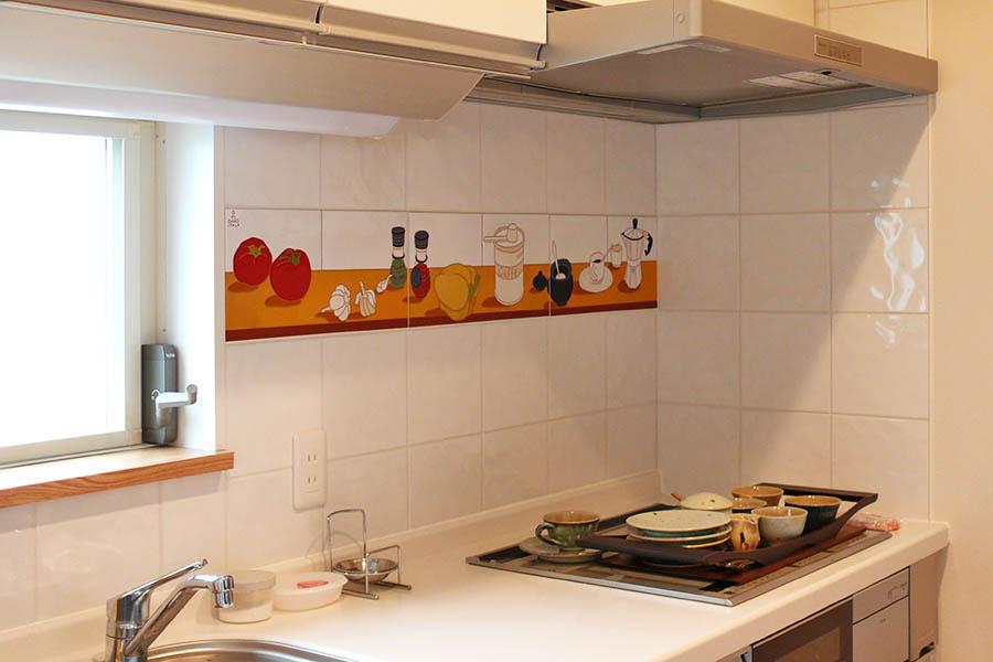 キッチンの特注タイルアート