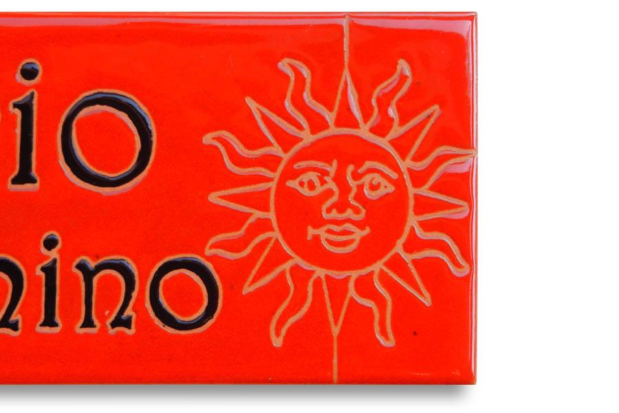 太陽のパワー感じるタイル表札