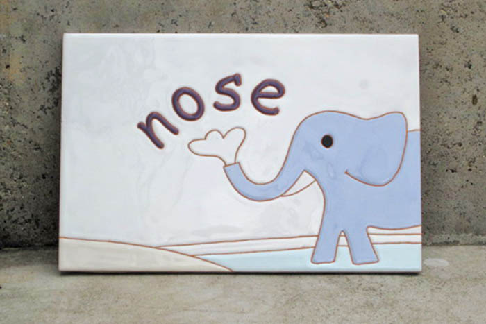 耳鼻科クリニックのタイルのサイン