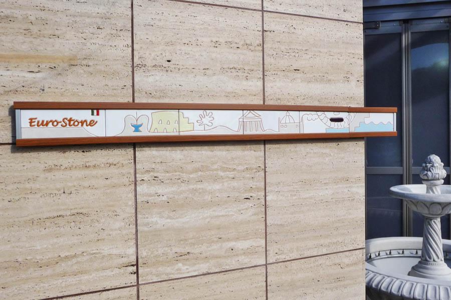 ローマのデザインのタイル看板
