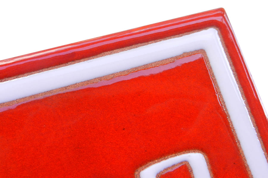 赤白のタイル表札